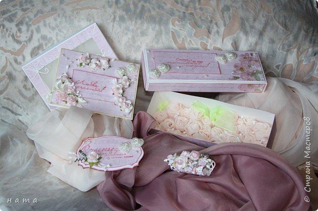 На свадьбу сотворился комплектик: Магнит на холодильник Коробочка с подложкой из роз Открыточка в коробочке футляр для денежки фото 2