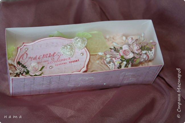 На свадьбу сотворился комплектик: Магнит на холодильник Коробочка с подложкой из роз Открыточка в коробочке футляр для денежки фото 9