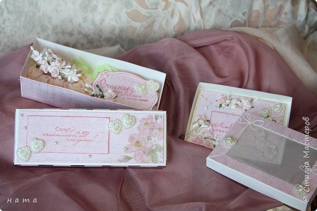 На свадьбу сотворился комплектик: Магнит на холодильник Коробочка с подложкой из роз Открыточка в коробочке футляр для денежки фото 15
