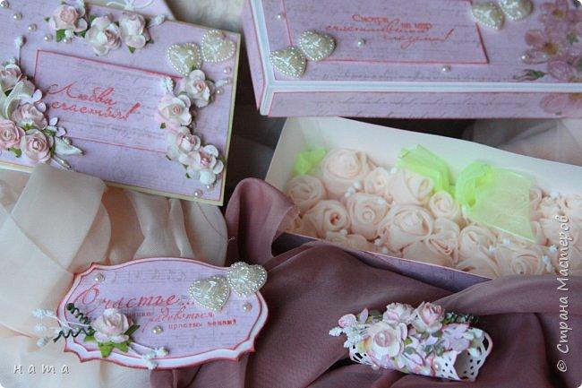 На свадьбу сотворился комплектик: Магнит на холодильник Коробочка с подложкой из роз Открыточка в коробочке футляр для денежки фото 16