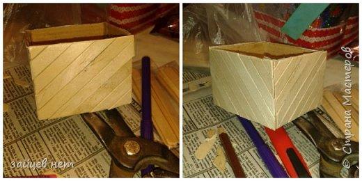 Этот колодец- одна из частей задуманной композиции! Что мне понадобилось: коробочка, бумага, палочки для мороженого, проволока, клей момент, шпатлёвка финишная сухая, акриловые краски, ножницы по метлу, канцелярский нож, цепочка, деревянная часть кисточки для ворота,наждачная бумага. Для ведёрка: картон, проволока, нить, акриловые краски и лак.   фото 3