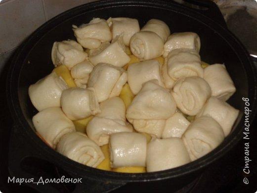 Эту необыкновенная вкусняшка! Нам понадобится: тесто слоеное дрожжевое картофель лук морковь мясо(любое) фото 2