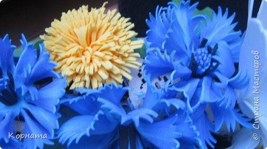 Добрый вечер, дорогие друзья и уважаемые мастера! Я продолжаю играться с фомом, пробую всякие цветочки, но не все формы нравятся.А еще я поняла, что мне больше нравится работать с ним руками, а не утюгом, ручные цветы получаются более нежные и естественные.Выношу на ваше обозрение. Броши-заколки, делала для внучек к 8 Марта. Их делала руками. фото 24