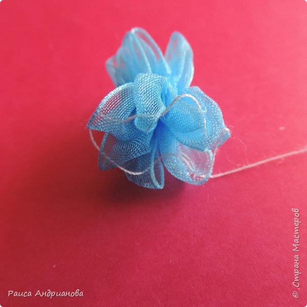 Для работы понадобится органза( я взяла шириной 2см т.к. делаю маленькие цветы), атласная лента 0,5см, нитки в тон органзы. фото 5