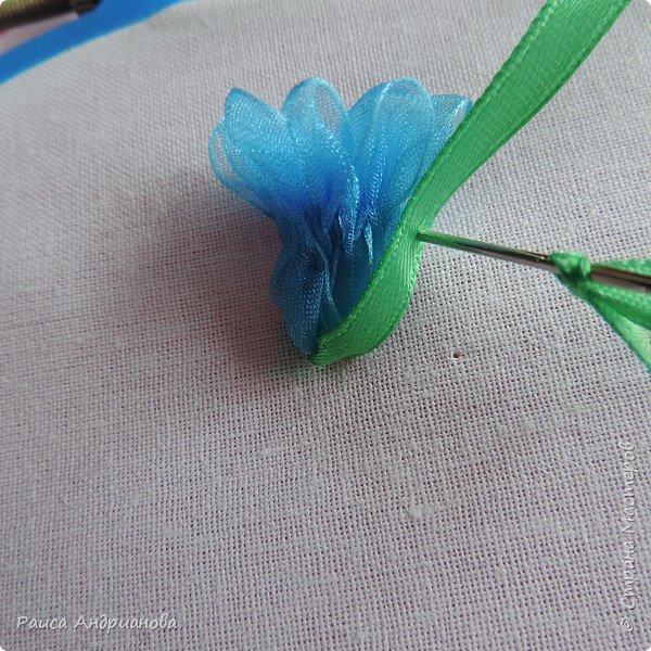 Для работы понадобится органза( я взяла шириной 2см т.к. делаю маленькие цветы), атласная лента 0,5см, нитки в тон органзы. фото 7