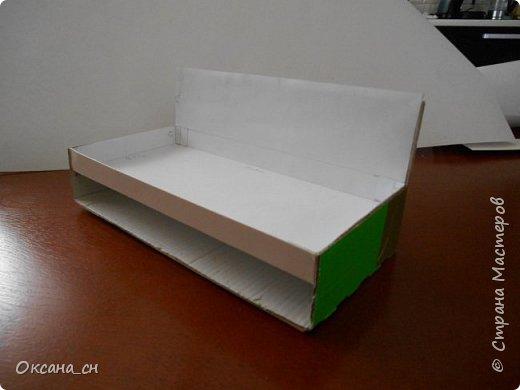 Здравствуйте, жители Страны Мастеров! По вашей просьбе постараюсь выложить МК создания мебели. Как видите, я немножко её приукрасила, добавив горшки с цветами и книги.   фото 6