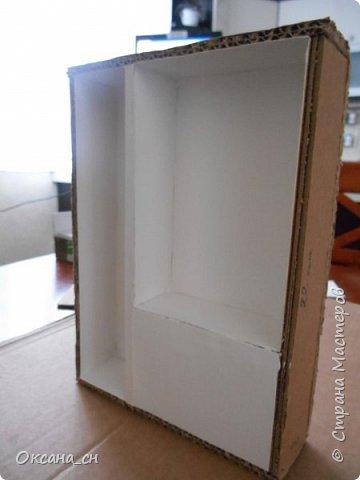 Здравствуйте, жители Страны Мастеров! По вашей просьбе постараюсь выложить МК создания мебели. Как видите, я немножко её приукрасила, добавив горшки с цветами и книги.   фото 20