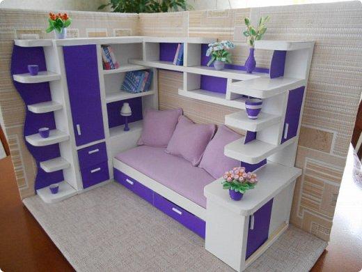 Здравствуйте, жители Страны Мастеров! По вашей просьбе постараюсь выложить МК создания мебели. Как видите, я немножко её приукрасила, добавив горшки с цветами и книги.