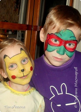 Привет всем! Мне тут для одного дела срочно понадобилось стать аквагриммером :). Решила дома потренироваться на своих детях :) Вот они мои подопытные кролики. Пикачу и Черепашка-ниндзя.