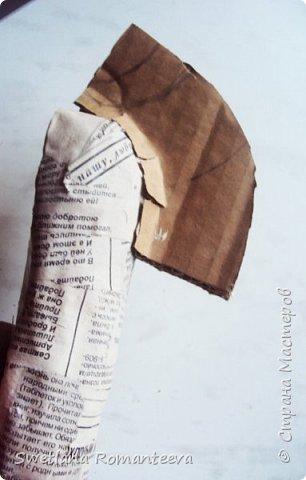 """Здравствуйте! Представляю вам , свою новую работу - маска """"Зебра"""". Для работы нам понадобится: 1). Эскиз будущего изделия; 2). Масса папье-маше http://stranamasterov.ru/node/740837 ; 3). Бумага газетная; 4). Бумажный скотч; 5). Фольга; 6). Серая, однослойная туалетная бумага; 7). Бинт; 8). Бинт; 9). Нождачная бумага; 10). Ножницы; 11). Клей ПВА; 12). Два круглых стёклышек; 13) Картон; 14). Краски акриловые чёрная и белая. 15). Пищевая плёнка """"Стрейч"""". фото 10"""