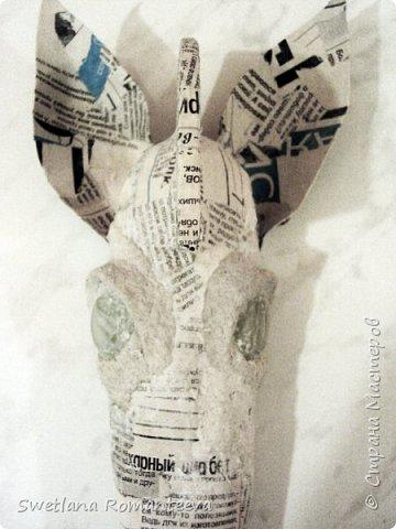 """Здравствуйте! Представляю вам , свою новую работу - маска """"Зебра"""". Для работы нам понадобится: 1). Эскиз будущего изделия; 2). Масса папье-маше http://stranamasterov.ru/node/740837 ; 3). Бумага газетная; 4). Бумажный скотч; 5). Фольга; 6). Серая, однослойная туалетная бумага; 7). Бинт; 8). Бинт; 9). Нождачная бумага; 10). Ножницы; 11). Клей ПВА; 12). Два круглых стёклышек; 13) Картон; 14). Краски акриловые чёрная и белая. 15). Пищевая плёнка """"Стрейч"""". фото 14"""