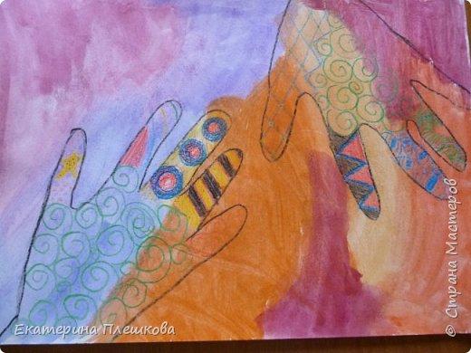 Рисуем ладошку восковыми мелками и акварелью фото 6