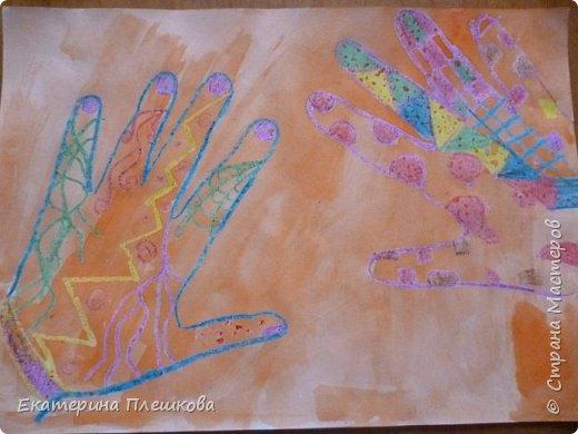 Рисуем ладошку восковыми мелками и акварелью фото 11