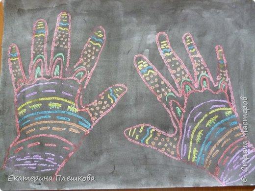 Рисуем ладошку восковыми мелками и акварелью фото 12