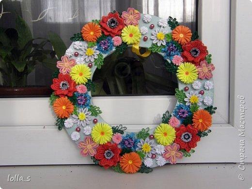 Здравствуйте жители и гости Страны! Хочу представить мой первый веночек. Делался на заказ именно с такими цветами, как маки, ромашки, васильки. Ну а остальные на мое усмотрение.  фото 1