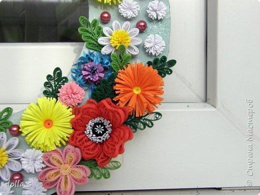 Здравствуйте жители и гости Страны! Хочу представить мой первый веночек. Делался на заказ именно с такими цветами, как маки, ромашки, васильки. Ну а остальные на мое усмотрение.  фото 2
