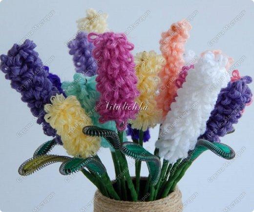 Сегодня на уроке делали гиацинты. Цветы делаются довольно быстро и не сложно.