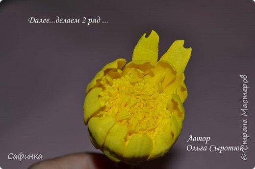 """Приветик Всем, мои дорогие!!! И снова я,, Ольга Сыротюк с Вами....Сегодня предлагаю Вашему вниманию  Мастер-класс по созданию загадочного цветка,Гербера сорта """"Гелиос"""" (желтая) Почему желтая гербера?  Гербера- цветок противоречий, он прост и в тоже время загадочен, выразителен и ярок ! Одно из значений герберы - тайна! Это хорошо подтверждает, и внешний вид цветка... Гербера сможет порадовать всех сразу и каждого по отдельности, никого не оставит без внимания!  Красные герберы-принято дарить мужчинам, Нежно розовые - девушкам,женщинам...А желтые, оранжевые принесут удачу в любой дом, их можно дарить на семейное торжество!  Поэтому творим сегодня, желтые герберы и привлекаем удачу в свой дом!!! И так вдохновились? Вооружаемся материалом и начинаем творить волшебство.... фото 32"""