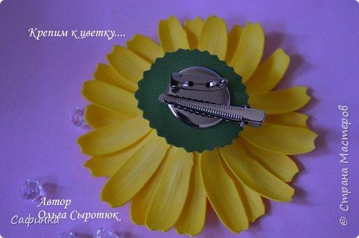 """Приветик Всем, мои дорогие!!! И снова я,, Ольга Сыротюк с Вами....Сегодня предлагаю Вашему вниманию  Мастер-класс по созданию загадочного цветка,Гербера сорта """"Гелиос"""" (желтая) Почему желтая гербера?  Гербера- цветок противоречий, он прост и в тоже время загадочен, выразителен и ярок ! Одно из значений герберы - тайна! Это хорошо подтверждает, и внешний вид цветка... Гербера сможет порадовать всех сразу и каждого по отдельности, никого не оставит без внимания!  Красные герберы-принято дарить мужчинам, Нежно розовые - девушкам,женщинам...А желтые, оранжевые принесут удачу в любой дом, их можно дарить на семейное торжество!  Поэтому творим сегодня, желтые герберы и привлекаем удачу в свой дом!!! И так вдохновились? Вооружаемся материалом и начинаем творить волшебство.... фото 45"""