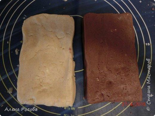 """Сабле (Pate Sablee) - это классическое песочное тесто, очень нежное, хрупкое и рассыпчатое.  Название «Сабле» означает «песок», а его особенность заключается в нежной и рассыпчатой консистенции.   А чтобы добиться такого эффекта, в тесто добавляют сваренный вкрутую яичный желток. Печенье  бывает разных форм, с разными вкусовыми добавками.  Я пекла в двух вариантах ( кружочки и шахматная доска) Раньше не любила песочное тесто, считала что оно очень жесткое .Оказалось, что я просто никогда не пробовала """" Сабле""""! фото 8"""