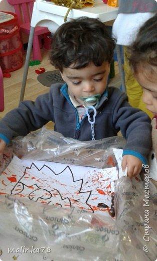 Хочу поделиться одной из нетрадиционных техник рисования, которую мы любим использовать с детками.В этой технике мы раскрасили вот такого ежика. фото 7