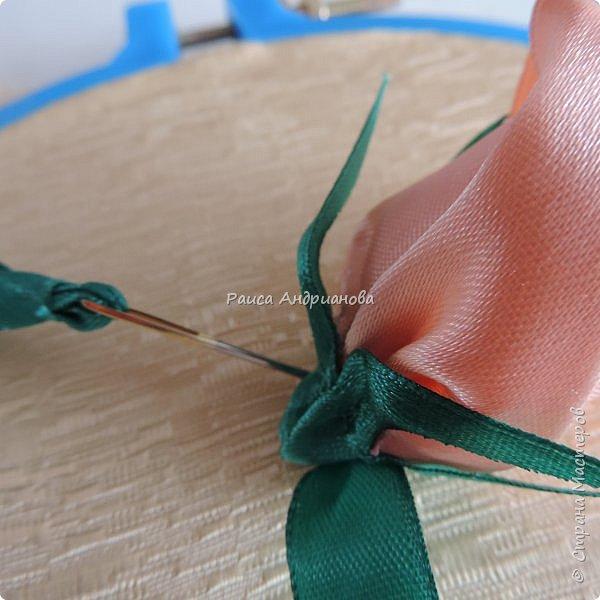 Картина панно рисунок Мастер-класс Вышивка Бутоны роз Вышивка атласными лентами Ленты фото 16