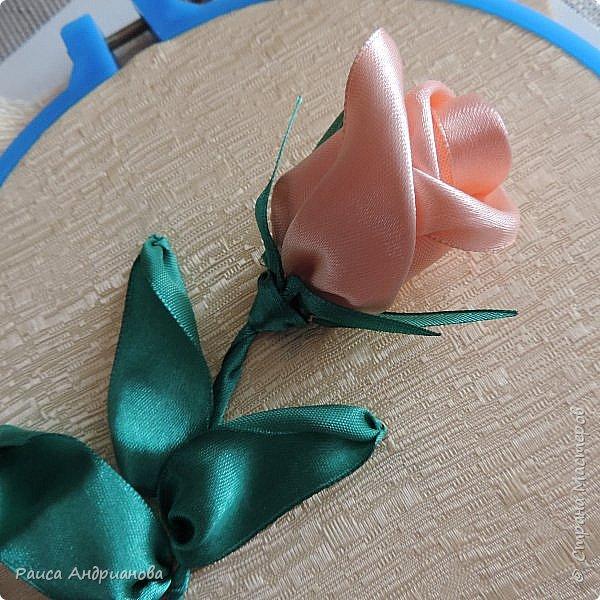 Картина панно рисунок Мастер-класс Вышивка Бутоны роз Вышивка атласными лентами Ленты фото 1