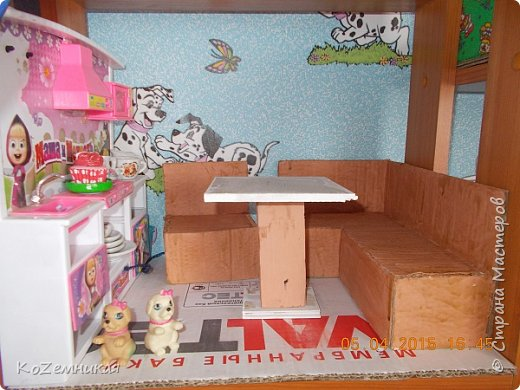 """Вся мебель загадывалась немного другой, но что-то не так пошло, и долгое время лежали вещицы недоделанными. Потом все-таки кое-как закончила, не как хотела. Как говорится, """"сделать хотел утюг..."""" Кухонные диваны и стол. фото 1"""