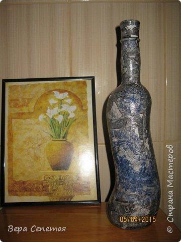 Имитация камня на бутылке. Сделана по МК volkhonskaya https://stranamasterov.ru/node/730011?c=favorite. Мотив нужно было выбрать более четкий, но что есть, то есть)). Панно на фото покупалось в магазине.  фото 1