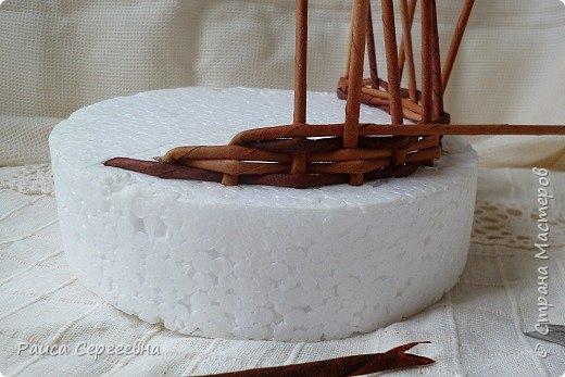 Мастер-класс Плетение Мини МК по плетению Ушастой корзины  Трубочки бумажные фото 7
