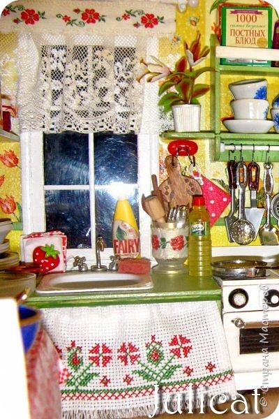 Приветствую Вас, дорогие гости моего нового блога!<br /> Сегодня снова про кукольный домик, про наш любимый домик - мой, моей младшей доченьки шестилетней Катюши и маленькой жительницы кукольного домика - Мишутки Даринки....)<br /> <br /> Тем, кто впервые у меня в гостях, предлагаю в конце блога ознакомится с остальными моими темами про Мишутку и ее домик.<br /> <br /> Со многими из Вас я уже знакома, поэтому не удивлю особыми новинками, однако постараюсь немного раскрыть подробности изготовления некоторых мелочей в домике, о чем я еще не упоминала раньше. <br /> Накопились фото в процессе создания.<br /> Надеюсь, что этот блог окажется полезным кому-то или вдохновит на свои свершения)<br /> <br /> Итак, начну...<br /> <br /> Совсем недавно здесь http://stranamasterov.ru/node/919369 я впервые показала Вам мишуткину новую игрушку - неваляшку. фото 20