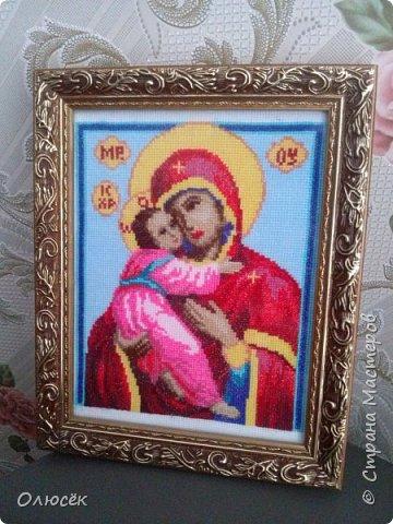 В январе закончила вышивать эту икону. Вышивку оставила родителям, сказали - в рамочку оформим сами. Купили подходящую рамочку для фото, и папа все сделал!