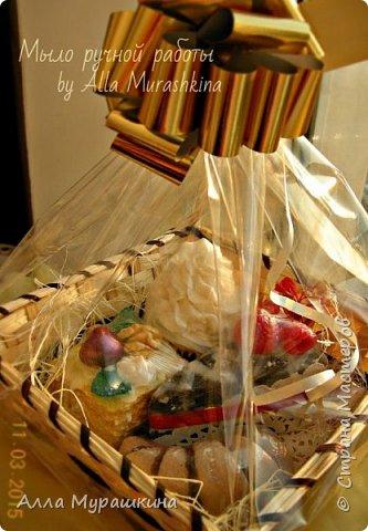Здравствуйте,дорогие мастера! Эту работу я делала еще на 8 марта своей начальнице. Т.к. мыльные вкусняшки одна из моих любимых тем,сделала вот такую корзину. фото 8