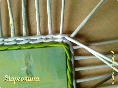 Мастер-класс Поделка изделие Плетение Небольшой МК прямоугольной крышки Как ее делаю я Бумага Бумага газетная Трубочки бумажные фото 6