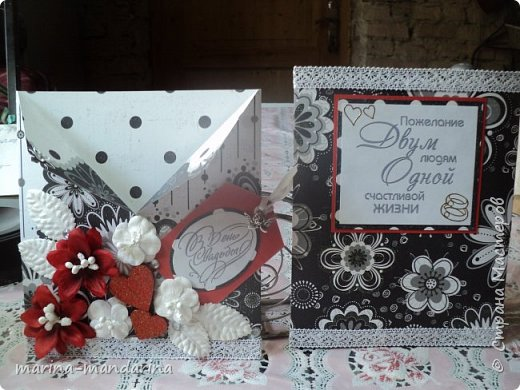 Здравствуйте,дорогие Мастерицы!Хочу показать вам две открыточки в красно-бело-черной гамме,очень люблю такое сочетание цветов.Одна открыточка свадебная.другая с Днем Рождения.В открытках использовала надписи Марины Абрамовой и Артема Лебедева(спасибо им большое).Итак,свадебная открытка,состоит из конверта и вкладыша фото 3