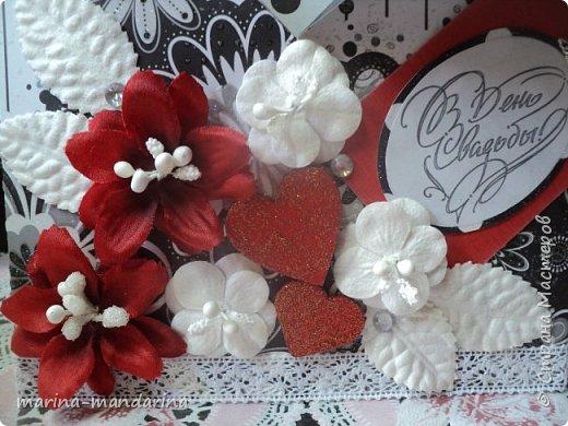 Здравствуйте,дорогие Мастерицы!Хочу показать вам две открыточки в красно-бело-черной гамме,очень люблю такое сочетание цветов.Одна открыточка свадебная.другая с Днем Рождения.В открытках использовала надписи Марины Абрамовой и Артема Лебедева(спасибо им большое).Итак,свадебная открытка,состоит из конверта и вкладыша фото 2