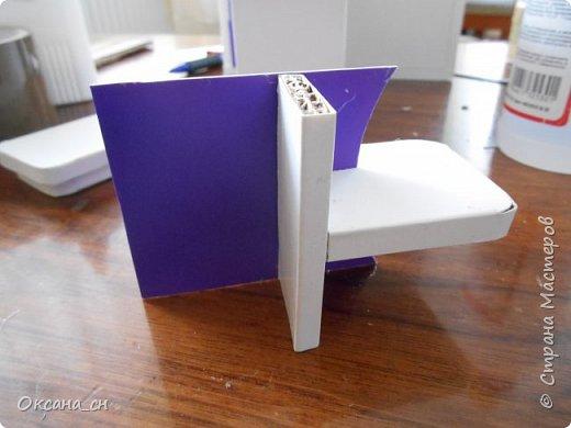 Здравствуйте, жители Страны Мастеров! По вашей просьбе постараюсь выложить МК создания мебели. Как видите, я немножко её приукрасила, добавив горшки с цветами и книги.   фото 36