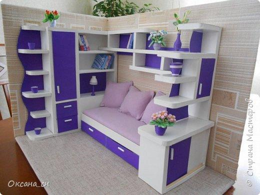 Здравствуйте, жители Страны Мастеров! По вашей просьбе постараюсь выложить МК создания мебели. Как видите, я немножко её приукрасила, добавив горшки с цветами и книги.   фото 48