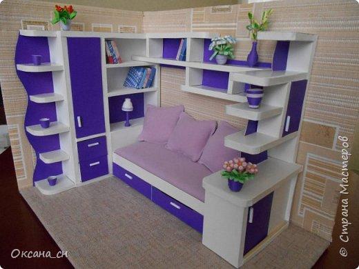 Здравствуйте, жители Страны Мастеров! По вашей просьбе постараюсь выложить МК создания мебели. Как видите, я немножко её приукрасила, добавив горшки с цветами и книги.   фото 52