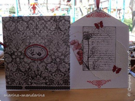 Здравствуйте,дорогие Мастерицы!Хочу показать вам две открыточки в красно-бело-черной гамме,очень люблю такое сочетание цветов.Одна открыточка свадебная.другая с Днем Рождения.В открытках использовала надписи Марины Абрамовой и Артема Лебедева(спасибо им большое).Итак,свадебная открытка,состоит из конверта и вкладыша фото 8