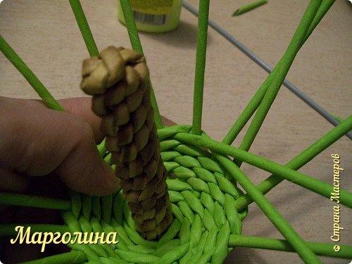 Мастер-класс Поделка изделие Плетение Как я плету крышечку для шкатулки Яблоко Небольшой МК Бумага Бумага газетная Трубочки бумажные фото 11