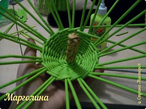 Мастер-класс Поделка изделие Плетение Как я плету крышечку для шкатулки Яблоко Небольшой МК Бумага Бумага газетная Трубочки бумажные фото 13
