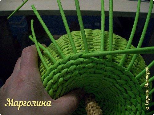 Мастер-класс Поделка изделие Плетение Как я плету крышечку для шкатулки Яблоко Небольшой МК Бумага Бумага газетная Трубочки бумажные фото 16