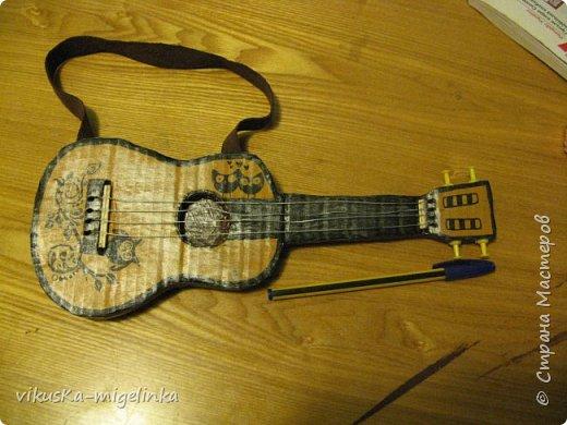 Одна знакомая кукольница попросила сделать гитару для мексиканца и баян для мужичка  в телогрейке, ушанке и на телеге, вот что у меня получилось ))) фото 4