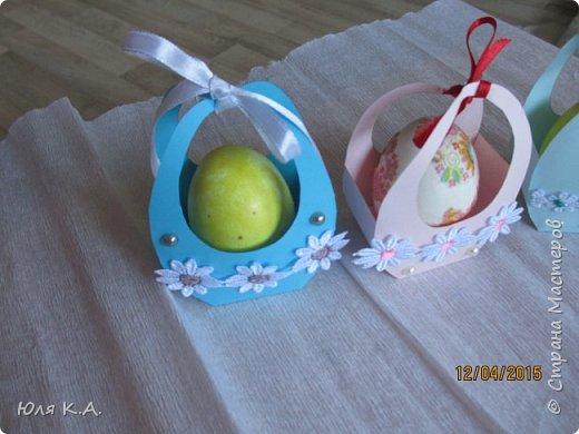 Вот так вот упаковывала яйца)) Спасибо за схемы корзиночек Ольге Качуровской (https://stranamasterov.ru/node/563953?c=favorite). Яйца красила карри и попробовала на 2-х декупаж белком. фото 2