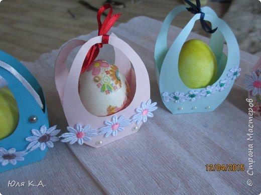 Вот так вот упаковывала яйца)) Спасибо за схемы корзиночек Ольге Качуровской (https://stranamasterov.ru/node/563953?c=favorite). Яйца красила карри и попробовала на 2-х декупаж белком. фото 3