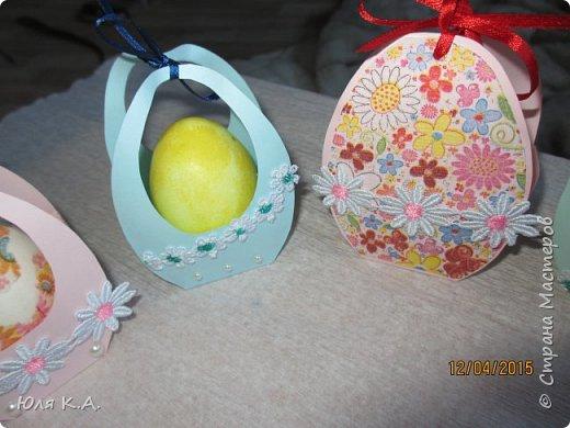 Вот так вот упаковывала яйца)) Спасибо за схемы корзиночек Ольге Качуровской (https://stranamasterov.ru/node/563953?c=favorite). Яйца красила карри и попробовала на 2-х декупаж белком. фото 4