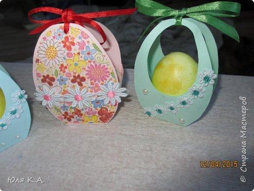 Вот так вот упаковывала яйца)) Спасибо за схемы корзиночек Ольге Качуровской (https://stranamasterov.ru/node/563953?c=favorite). Яйца красила карри и попробовала на 2-х декупаж белком. фото 5