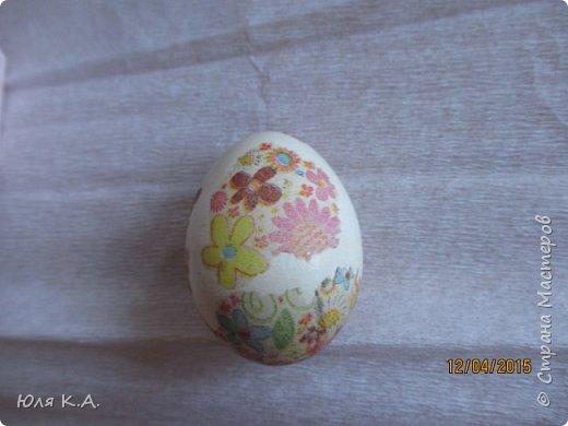 Вот так вот упаковывала яйца)) Спасибо за схемы корзиночек Ольге Качуровской (https://stranamasterov.ru/node/563953?c=favorite). Яйца красила карри и попробовала на 2-х декупаж белком. фото 8