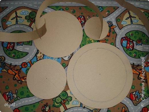 Мастер-класс Свит-дизайн День рождения Моделирование конструирование Торт из сладостей в детский сад Бумага гофрированная Картон гофрированный Клей Скотч фото 2